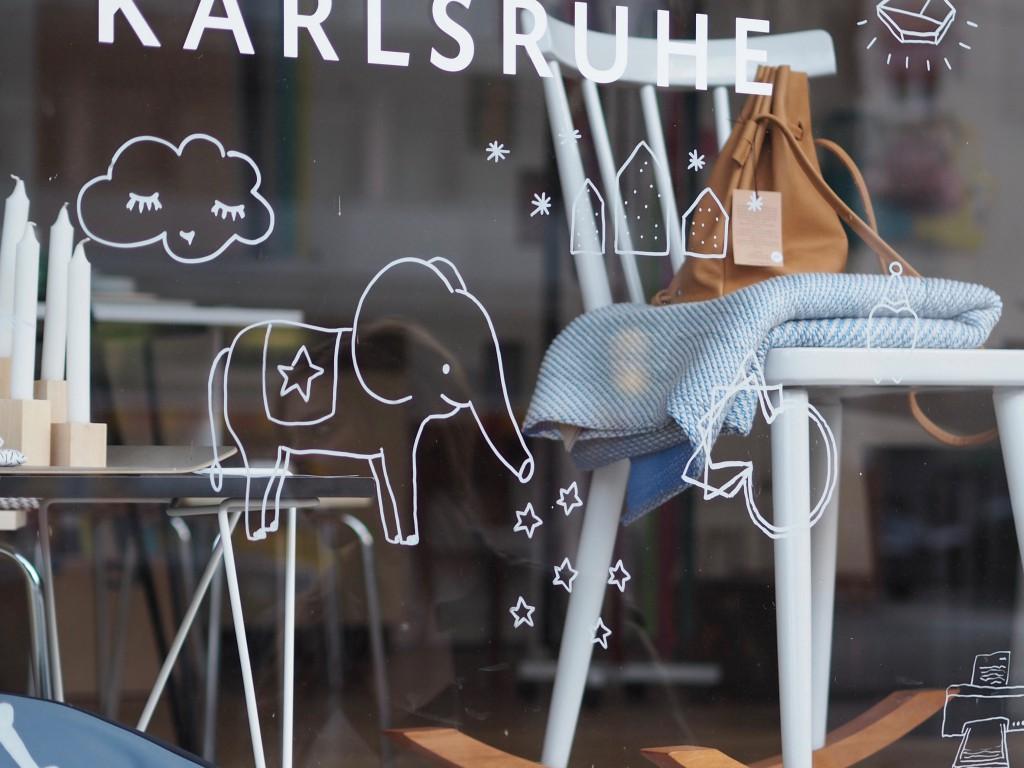 Schaufenster des Karlsruher Geschäfts Family Tree Shop.