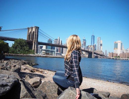Bloggerin Julie en Rose mit Brooklyn Bridge